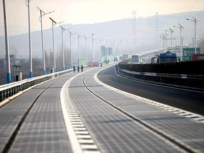 边走边充  全球首段光伏高速路亮相山东