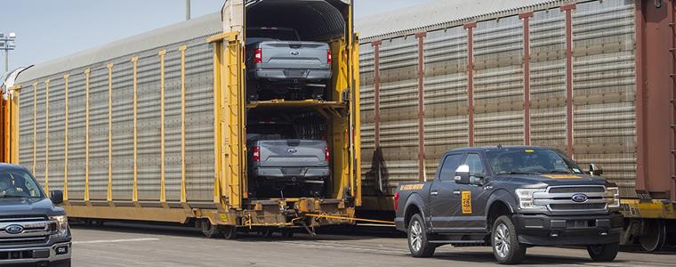 不服不行 福特纯电动F-150测试车轻松拖动567吨