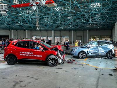 全球首次三车双重碰撞测试时,北汽新能源EX3经历了什么?
