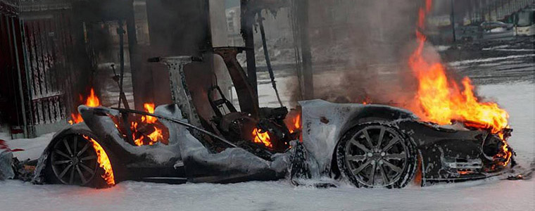 挪威耶尔斯塔市Model S火灾现场