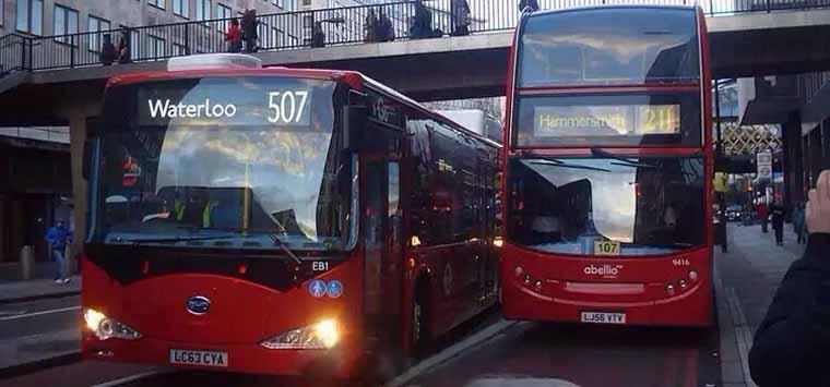 伦敦街头 比亚迪制造的纯电动双层公交大巴