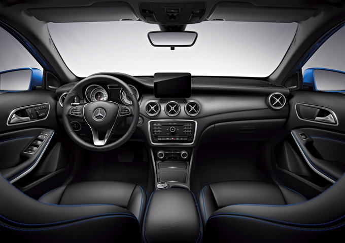 梅赛德斯-奔驰GLA SUV蓝调版标配的Harman Kardon®环绕立体声音响系统为同级独有