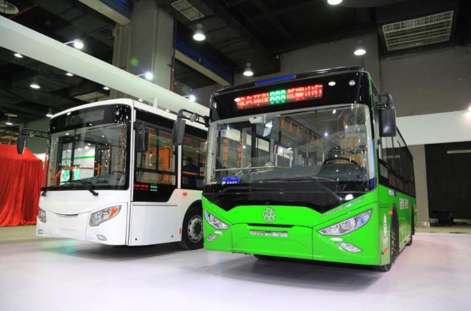 银隆新能源纯电动10.5米(白)、8.5米(绿)客车