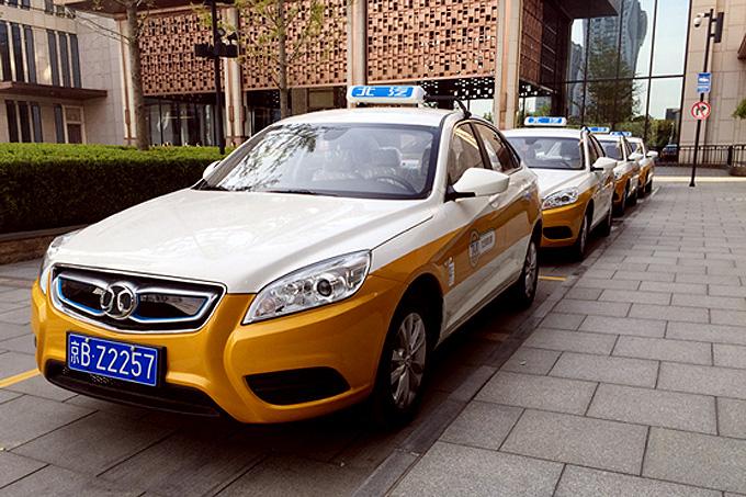 EU220将是北汽新能源换电出租车的主力车型,续航里程为220公里