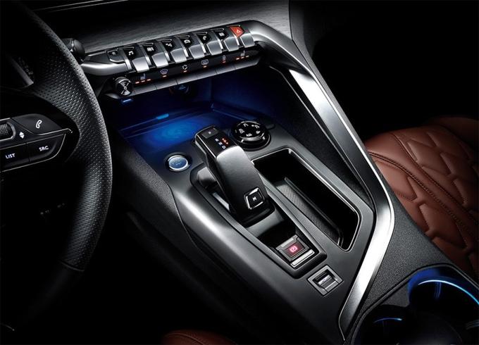 富有科技感东风标致4008 GT版电子换挡杆