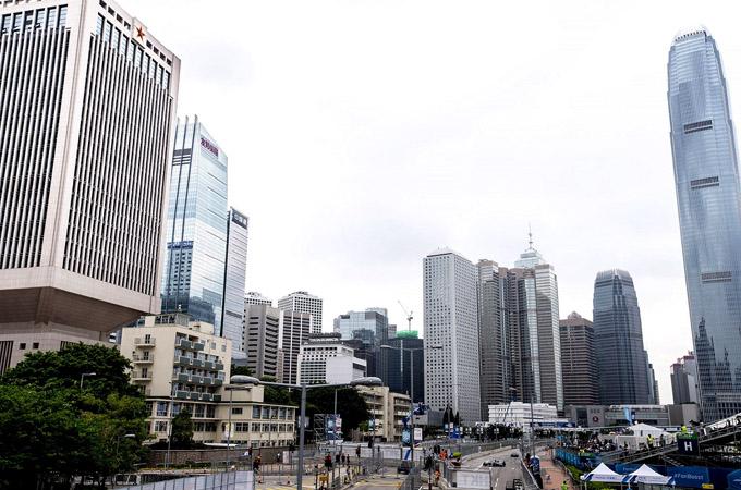 Formula E第三赛季首站赛事在香港中环维港海滨区落下帷幕