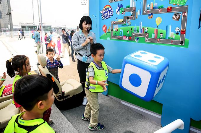 """""""安全童行""""跳跳棋游戏充分调动孩子们参与的积极性"""