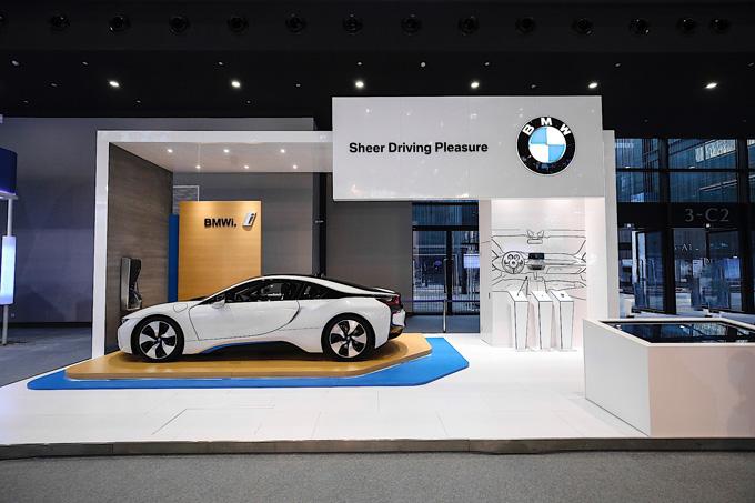宝马展台通过BMW i8演示自然语音识别系统