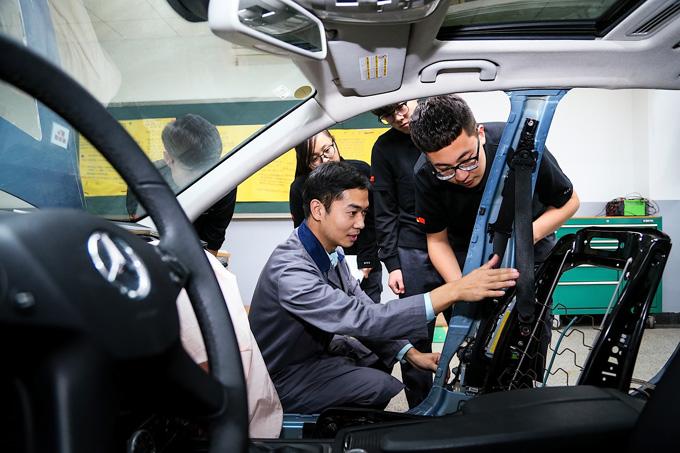 戴姆勒已在全国各地与22所职业学校展开合作,为中国职业教育培养了近100名优秀教师
